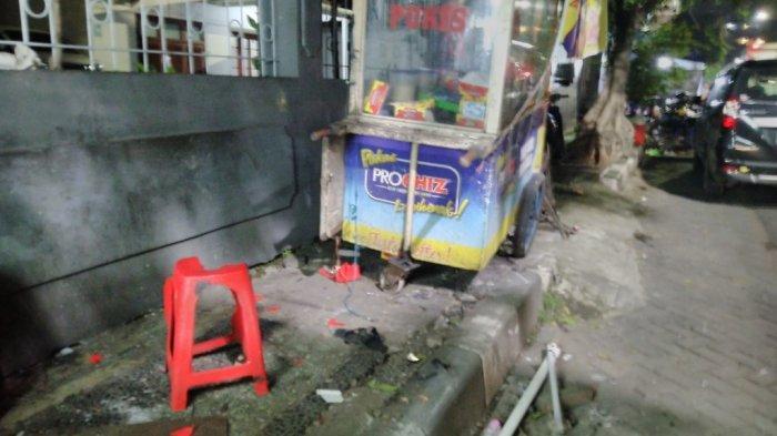 BREAKING NEWS: Mobil Calya Tabrak Motor dan Gerobak Martabak di Kaligarang Semarang, 2 Luka