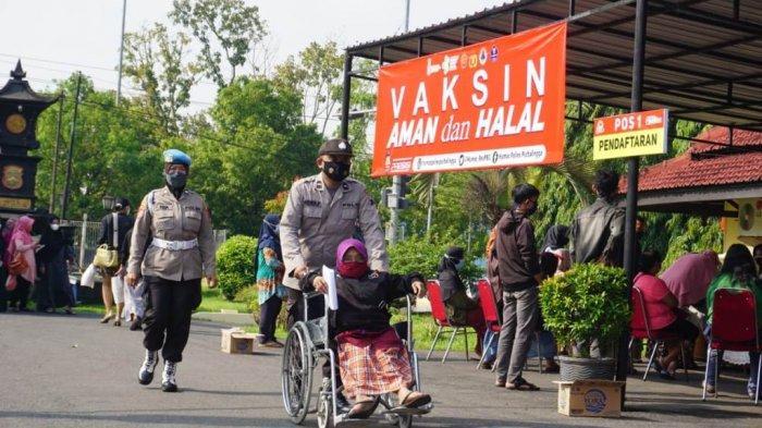 Penyandang Disabilitas Jadi Sasaran Vaksinasi Massal yang Diselenggarakan Polres Purbalingga