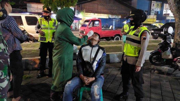 Tak Pakai Masker, 26 Orang di Alun-alun Karanganyar Langsung Swab Antigen