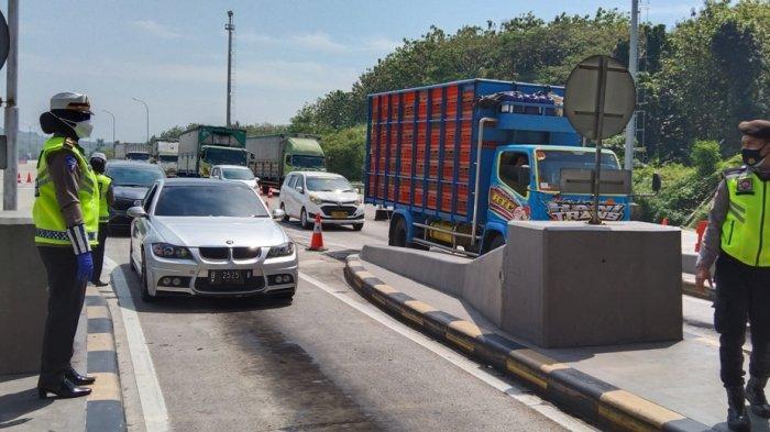 437 Kendaraan di Exit Tol Kalikangkung Semarang Diminta Putar Balik Karena Dokumen Tak Lengkap