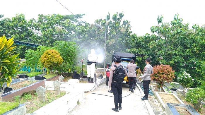 Sebelum Pemakaman Lettu Wisnu Korban Heli Jatuh di Kendal, TPU Bergota II Disemprot Disinfektan