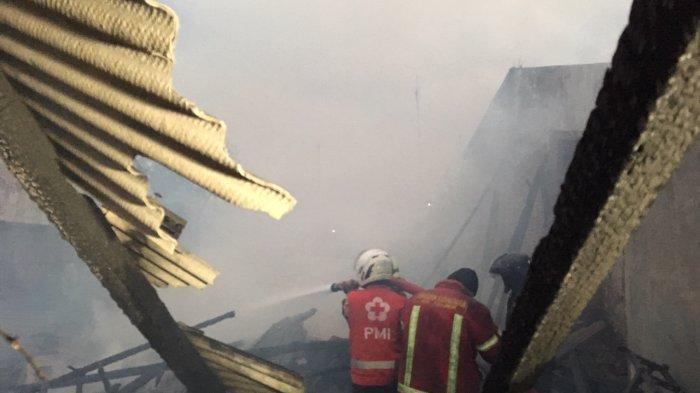 BREAKING NEWS : Info Kebakaran, Empat Kios dan Satu Rumah di Kota Pekalongan Hangus Terbakar