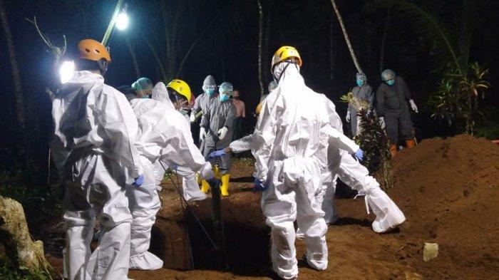 Kisah Petugas Pemakaman Jenazah Pasien Covid-19 di Banjarnegara, Sampai Jatuh ke Liang Lahat