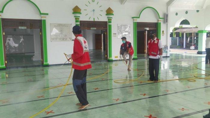 PMI Kendal Terima Permintaan Penyemprotan Disinfektan untuk Masjid Sepanjang Ramadhan