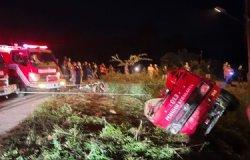 Jalanan Gelap, Mobil Pemadam Kecelakaan Masuk Jurang saat Menuju Lokasi Kebakaran