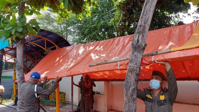 Satpol PP Kota Tegal Tertibkan Lapak Pedagang Pecel Lele Bandel