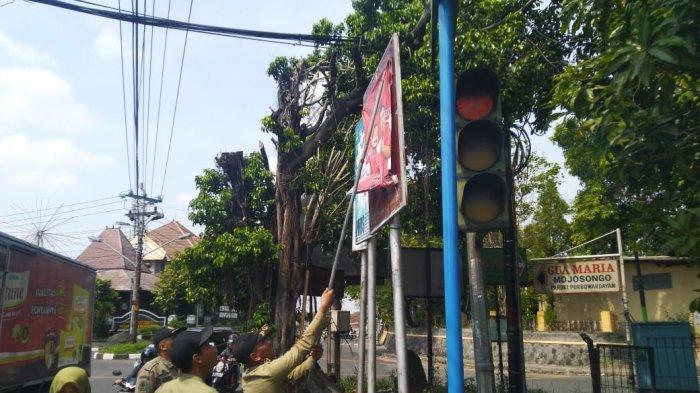 Spanduk Dukungan Untuk Gibran Ada di Tempat Terlarang, Satpol PP Kota Solo : Kami Tak Tebang Pilih