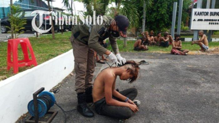 Terjaring Razia PPKM Darurat di Sukoharjo, 12 Anak Punk Didata Kemudian Digunduli