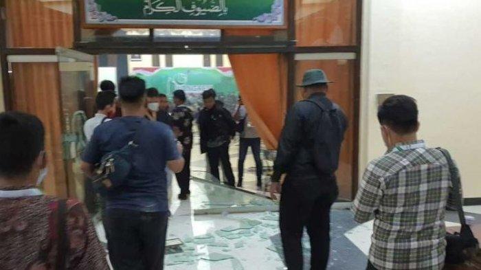 Kongres HMI di Surabaya Ricuh, Kursi Dilempar hingga Pintu Kaca Pecah