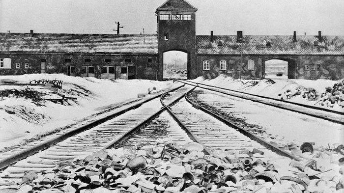 Dokter Ini Dikenal sebagai Malaikat Maut bagi Para Tahanan Nazi di Kamp Konsentrasi Auschwitz