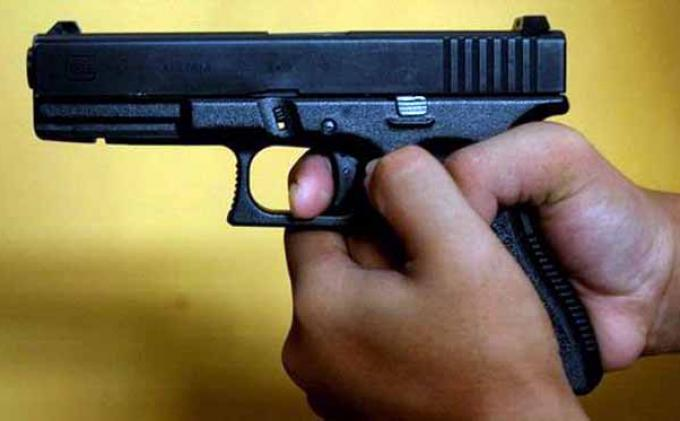 Pistol revolver ilustrasi
