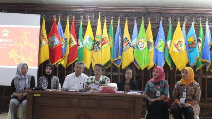 BREAKING NEWS : Gubernur Ganjar Lantik Heru Setiadhi sebagai Pj Sekda Jateng