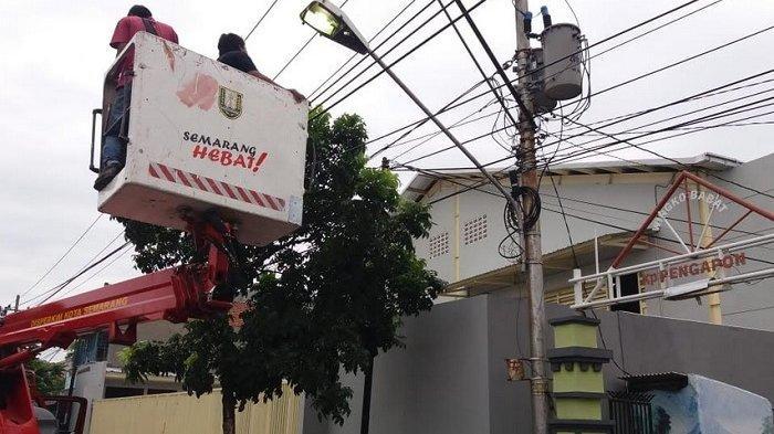 Hotline Semarang : Nyala Setelah Pukul Sembilan Malam