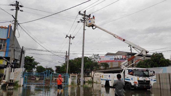 PLN Berhasil Pulihkan Sebagian Listrik Pasca Banjir
