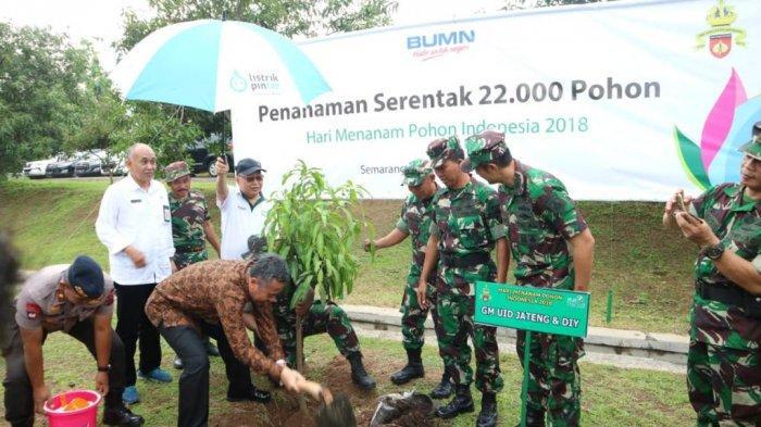 HariMenanam Pohon,PLN UID Jateng-DIY Gandeng Kodam IV Diponegoro Tanam 1.000 Bibit