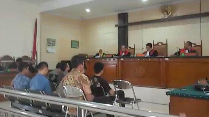 VIDEO Detik-detik Hakim Jatuhkan Vonis Terhadap Sembilan Taruna Akpol Disambut Tangisan