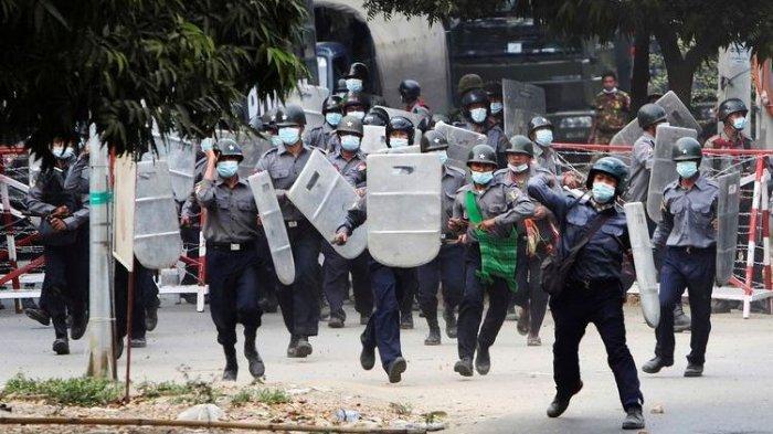 Militer Myanmar Beredel 5 Perusahaan Media & Tangkap Editor yang Liputan Demonstrasi Kudeta