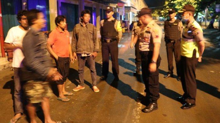 Polres Kebumen Bubarkan Warga yang Nongkrong di Tengah Pandemi Virus Corona