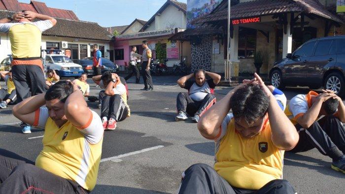 Polisi-polisi Gendut Temanggung Dijemur Biar Bisa Kejar Maling Lari