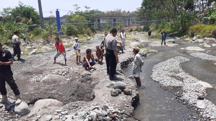 Polsek Bumiayu Brebes Hentikan Penambangan Liar Pasir Sungai Keruh