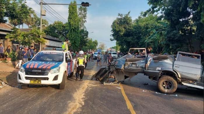 Kecelakaan Maut Mobil Panther Hancur Ditabrak Truk Tronton, 3 Orang Meninggal