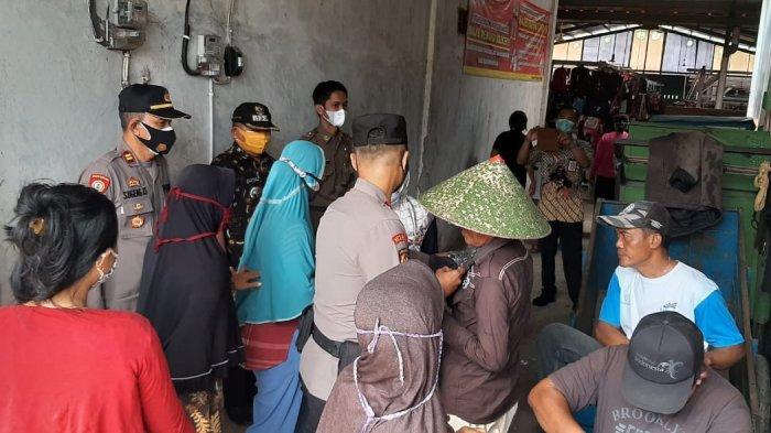 Satgas Covid-19 Patimuan Cilacap Bubarkan Kerumunan di Kios Tembakau, Banyak yang Tak Bermasker