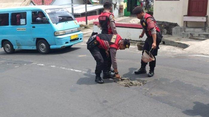 Hotline Semarang : Lubang Bekas Galian Pipa Gas Sebabkan Kecelakaan