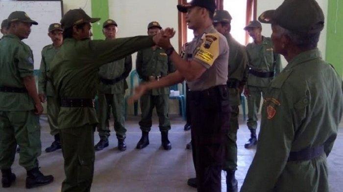 Jelang Pengamanan Pilkades Serentak 2019, Polsek Ngawen Polres Blora Latih Beladiri Linmas