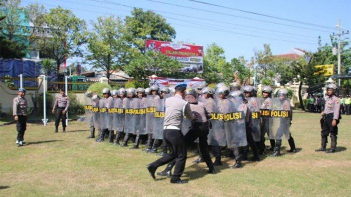 Personel Polres Brebes Simulasi Pengamanan Jelang Pemilu 2019