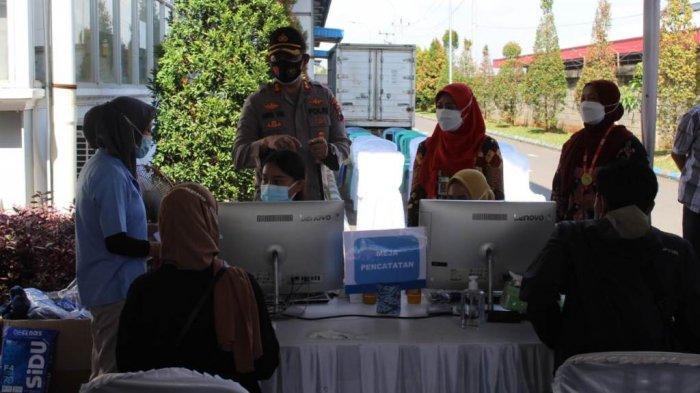 Antisipasi Kluster Karyawan, Polres Jepara Gelar Vaksinasi di Kawasan Pabrik