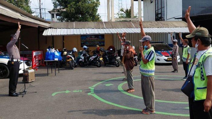 Bantu Kerja Kepolisian, Pak Ogah di Banjarnegara Ditatar Gerakan Lalu Lintas