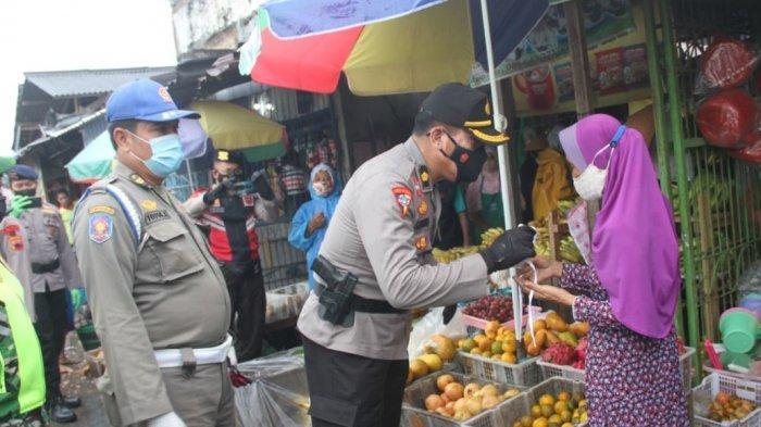 Tiap Hari Jajaran Polres Pati Blusukan Bagikan 5 Ribu Masker