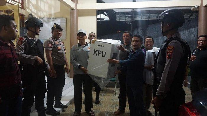 Polres Purbalingga Kawal Hasil Rekapitulasi Penghitungan Suara Pemilu 2019 ke KPU Jateng