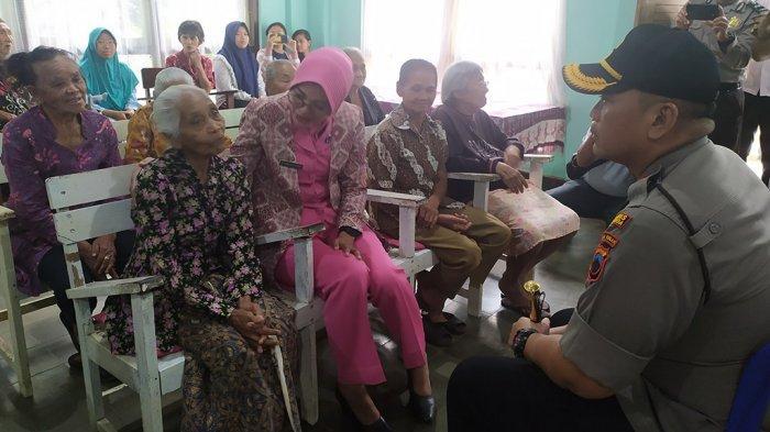 Polres Salatiga Rayakan Natal dan Hari Ibu di Panti Jompo Yayasan Sosial Kristen Salib Putih