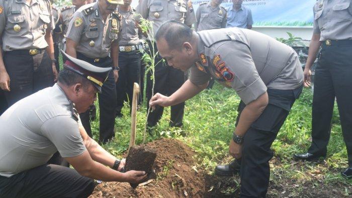 Peduli Lingkungan, Kantor Polres Salatiga Ditanami 72 Pohon Buah