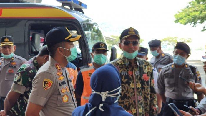 Cegah Wabah Corona, Kapolres AKBP Cristian Tobing Cek Suhu Tubuh Penumpang Bus Terminal Wonogiri