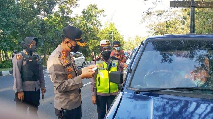 Polresta Solo Lakukan Penyekatan Hari Pertama PPKM Darurat di Solo