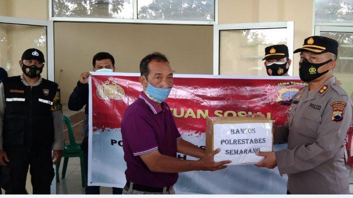 Polrestabes Semarang Bagikan 1.500 Paket Sembako Kepada Masyarakat Terdampak Corona
