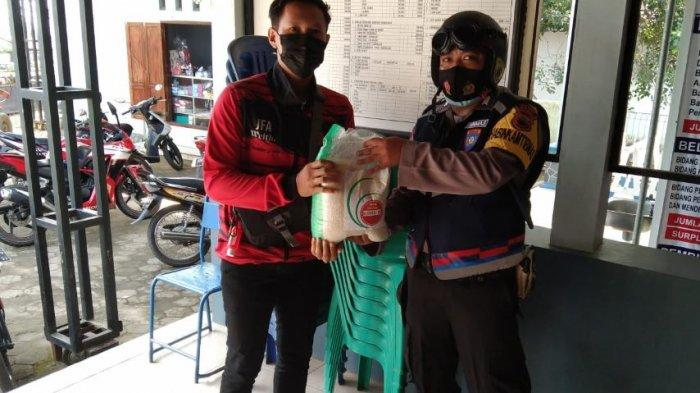 Polsek Cluwak dan Margoyoso Pati Distribusikan Beras Bantuan dari Mensesneg