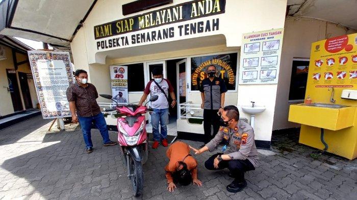 Indah Sujud di Polsek Semarang Tengah, Motornya Ketemu di Parkiran Masjid Baitturahman