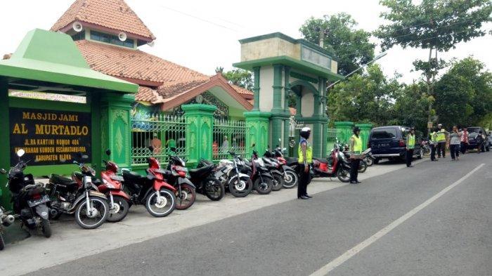 Kapolres Blora Terjunkan Polres Bantu Pengamanan Masjid saat Salat Jumat