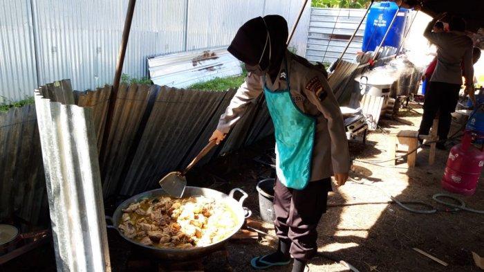 Polwan Polres Kebumen Punya Tugas Baru, Masak di Dapur Umum Siapkan Ribuan Makanan Tiap Hari