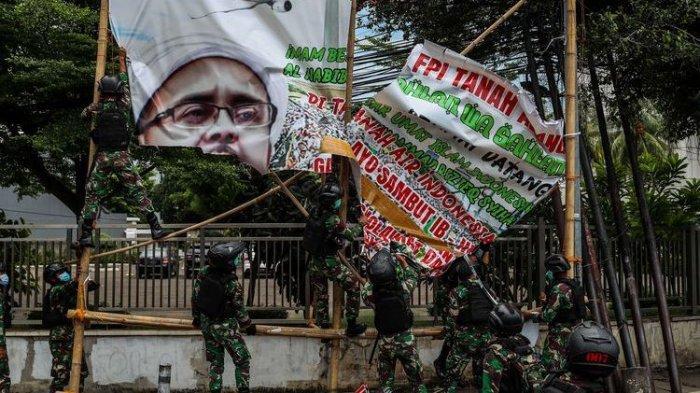 TNI Copot Baliho Rizieq, Pengamat Sebut Ada Dasar Hukumnya: Negara Tak Boleh Kalah