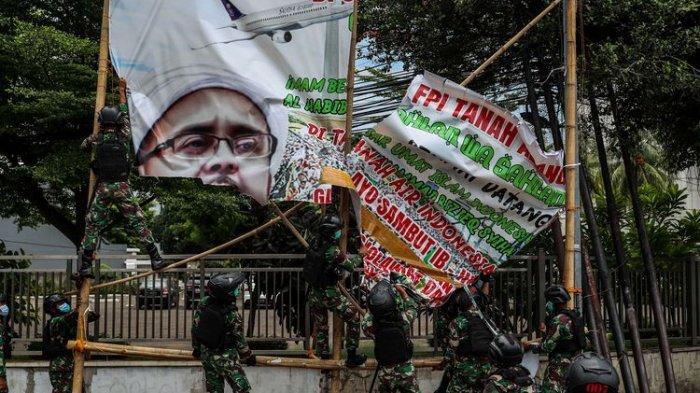 Ada yang Nekat Kembali Pasang Baliho Rizieq Shihab, Pangdam Jaya: Sudah Pasti, Kami Tangkap