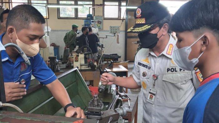 Berpotensi di Bidang Teknik Mesin, SMKN 1 Kandeman Wacanakan Produksi Mobil Listrik Mini