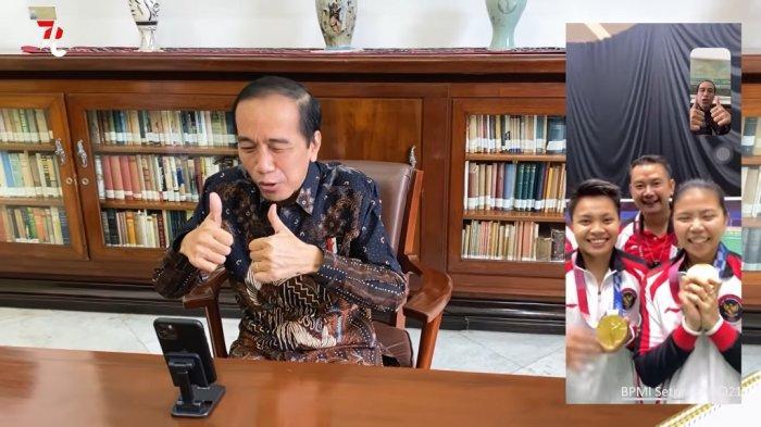 Tangkap layar saat Presiden Jokowi menyampaikan selamat dan berterima kasih kepada Greysia/Apriyani karena telah mempersembahkan medali emas Olimpiade Tokyo 2020 untuk ulang tahun kemerdekaan Indonesia ke 76.