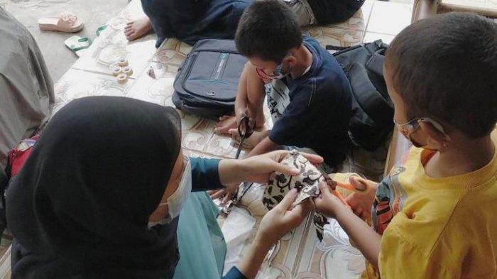 Mahasiswa KKN Undip di Pati Integrasikan Pencegahan Covid-19 dengan Promosi Batik Bakaran