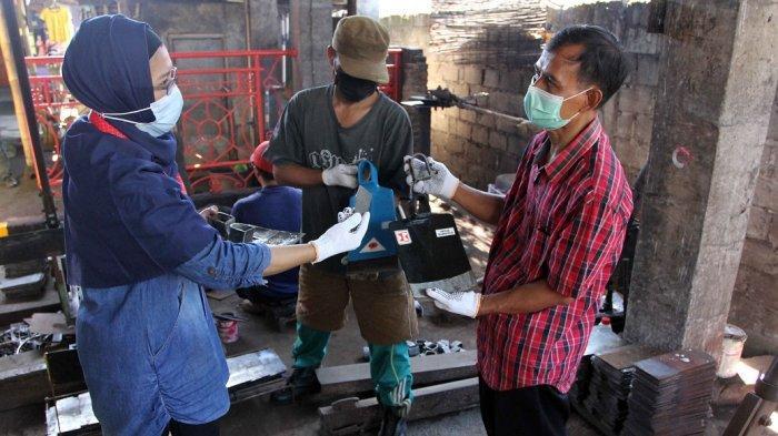 YDBA Dukung Pengembangan Produksi Cangkul Klaten
