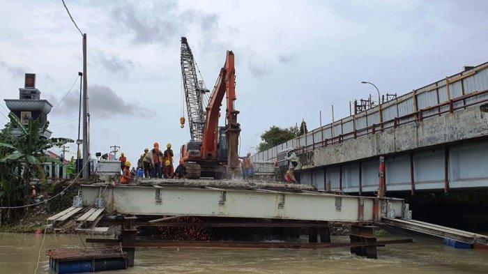 Progres Perbaikan Jembatan Rembun 32 Persen, Rangka Baja Mulai Dipasang