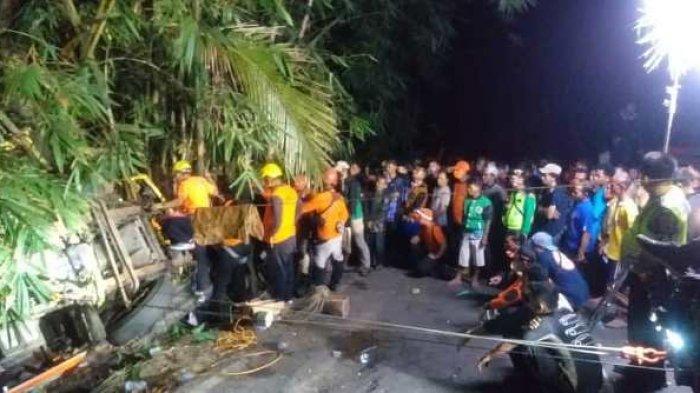 Menegangkan, Evakuasi Sopir Truk PT Pos di Mandiraja Banjarnegara, Korban Tewas Terjepit Kabin